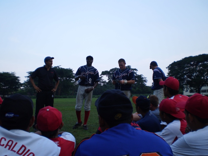 Here's a few of our guys sharing what AIA is about, using sports as a platform to tell others about Jesus Christ.  This is right after we played UNICA. (Angel-translator, Matt Ogbeide, Kris Dockery, & Ty Shaw)